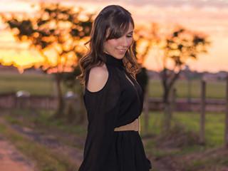 Blogueira Mônica Araújo veste peças da Amaro em look lindo!