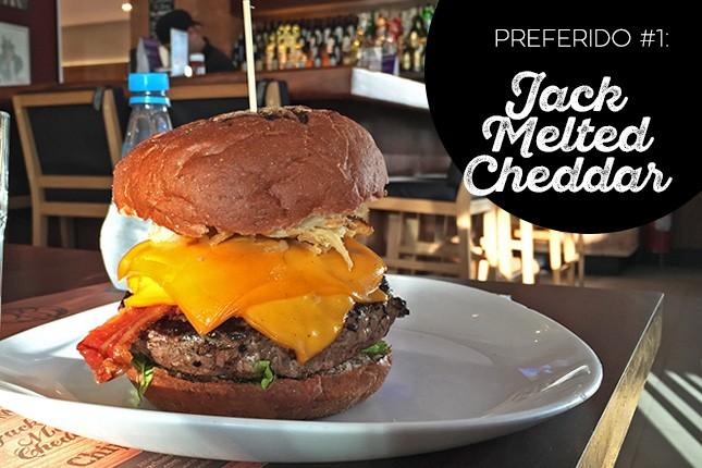 Jack Melted Cheddar é o preferido da blogueira Mônica Araújo no General Prime Burger, em SP.