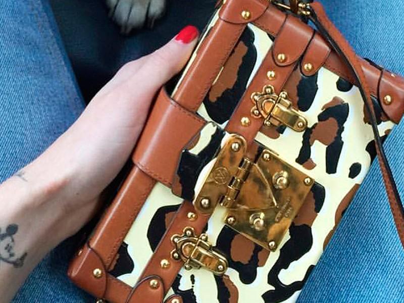Close da bolsa da Louis Vuitton.