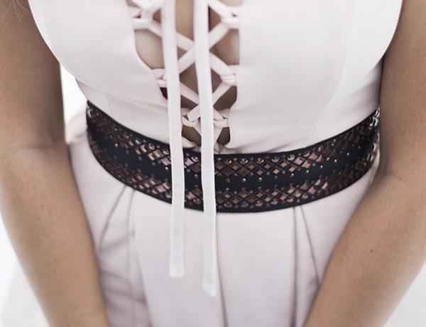 A blogger Mônica Araújo montou look com macaquinho JJ Modas e cinto Dona Cintura. Todos os detalhes no Oh My Closet!