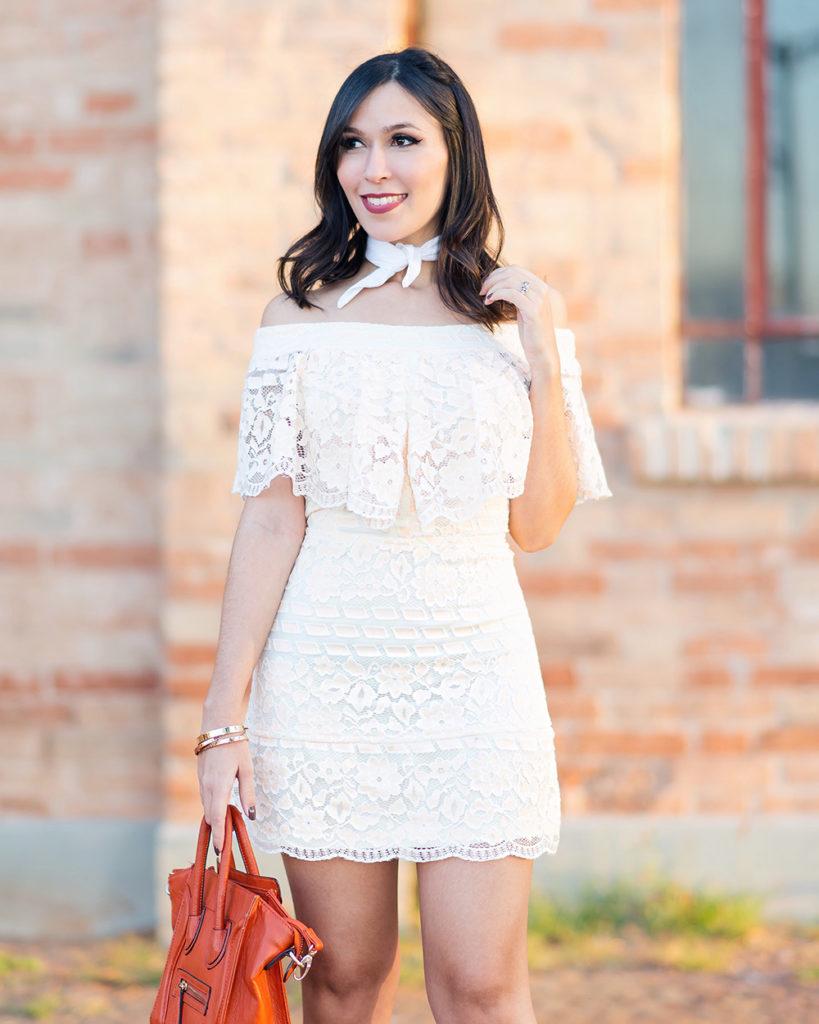 Detalhes do vestido ombro a ombro da S Trend no look da blogger Mônica Araújo.