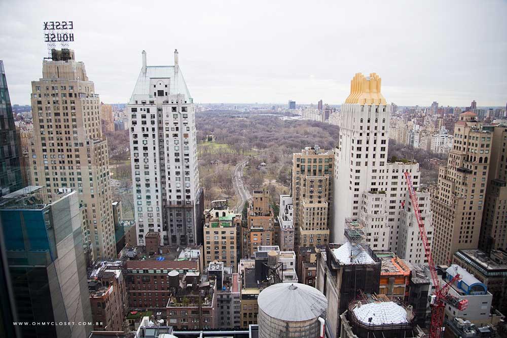 Vista de Nova York a partir da piscina no rooftop do hotel Parker New York.