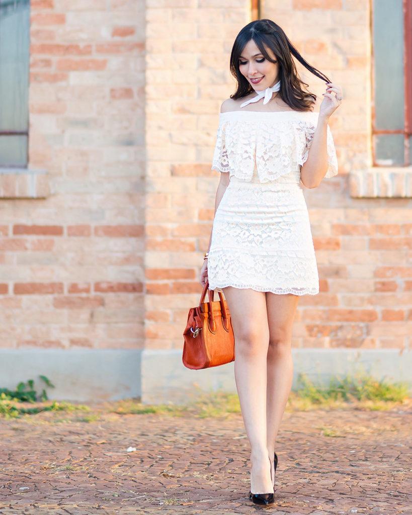Vestido ombro a ombro de renda no look da influencer Mônica Araújo para S Trend, no Oh My Closet!