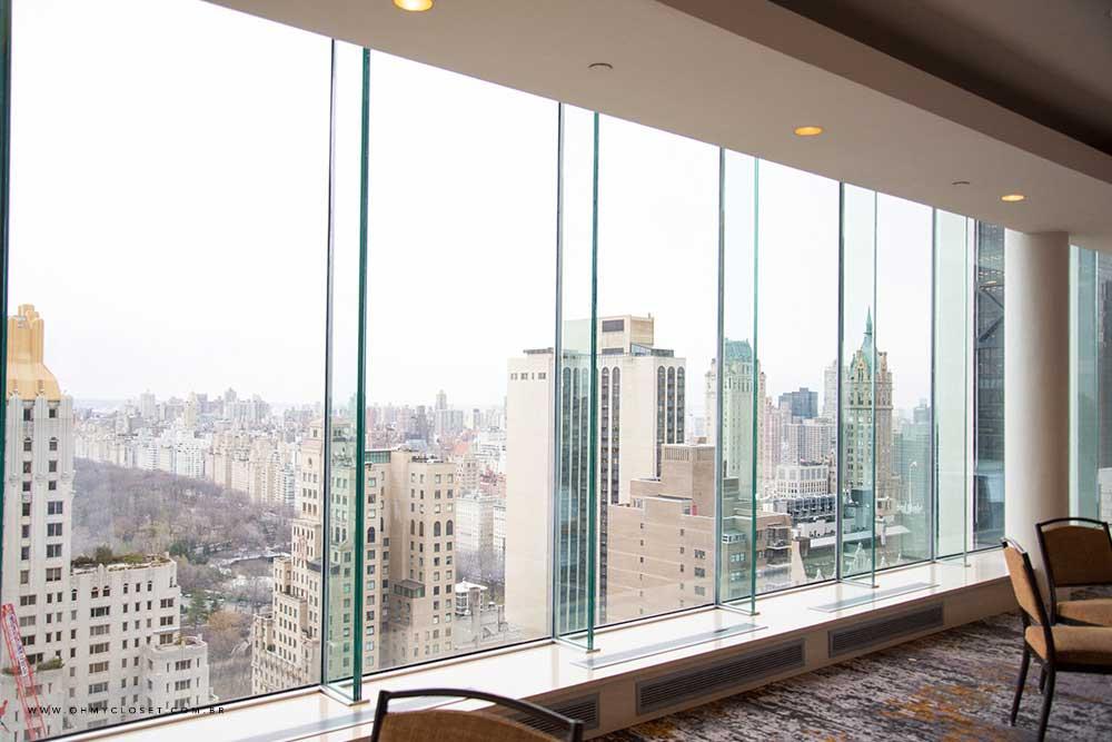 Vista do salão de festas no rooftop do hotel Parker New York.