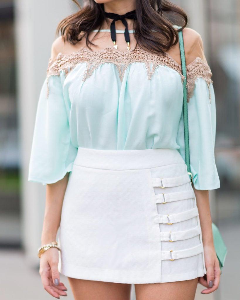 Look S Trend no Oh My Closet com a blogger Mônica Araújo vestindo blusa de tule e renda.