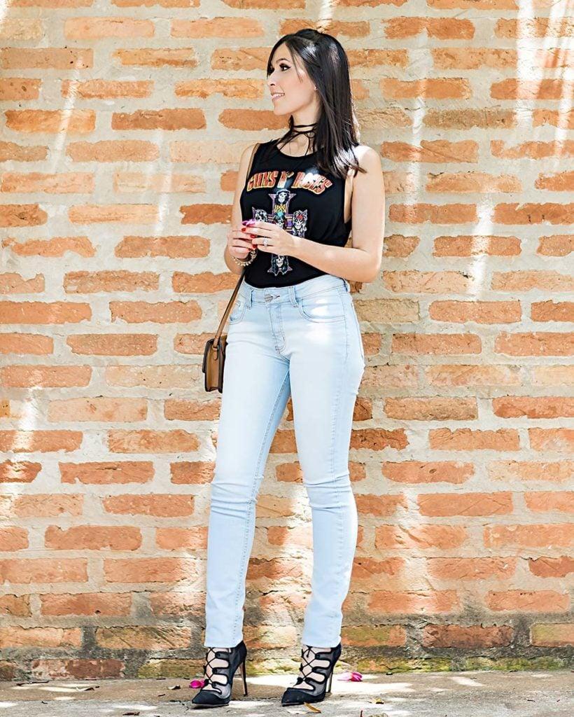 Look casual da Mônica Araújo com jeans e camiseta para Hipsters Denim. Veja essa dica para o final de semana no Oh My Closet!