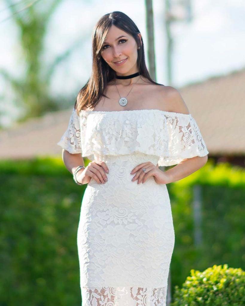 Look Mônica Araújo com vestido longo ombro a ombro branco renda tricot tendÊncia verão 2017 Carnaval Oh My Closet!