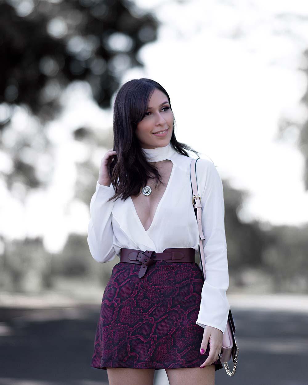 Look com saia e blusa Amaro por Mônica Araújo.