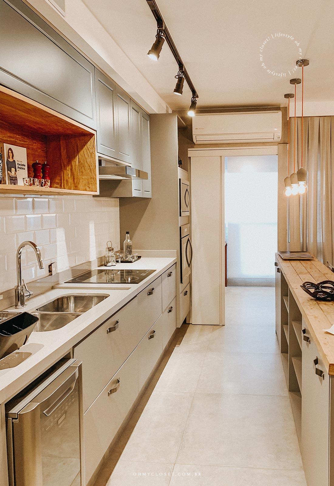 Cozinha completa, utensílios Electrolux, apartamento DNA Pinheiros.