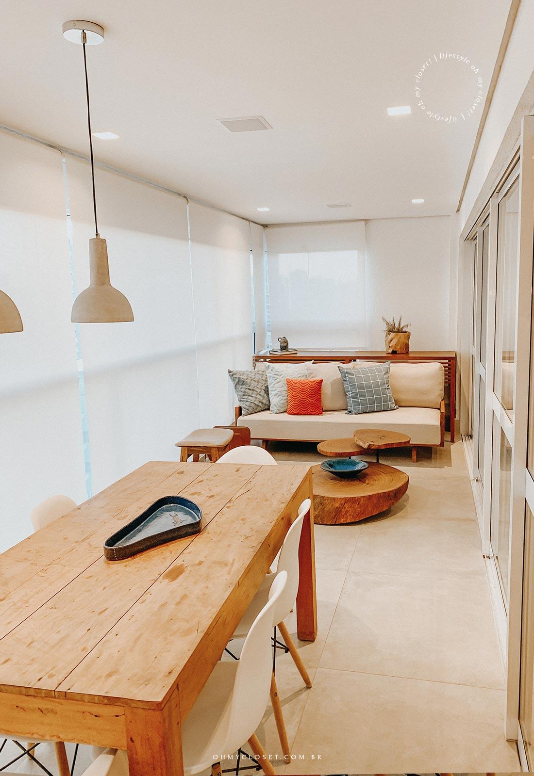 Sofá e mesa de jantar, 18 andar, apartamento DNA Pinheiros.