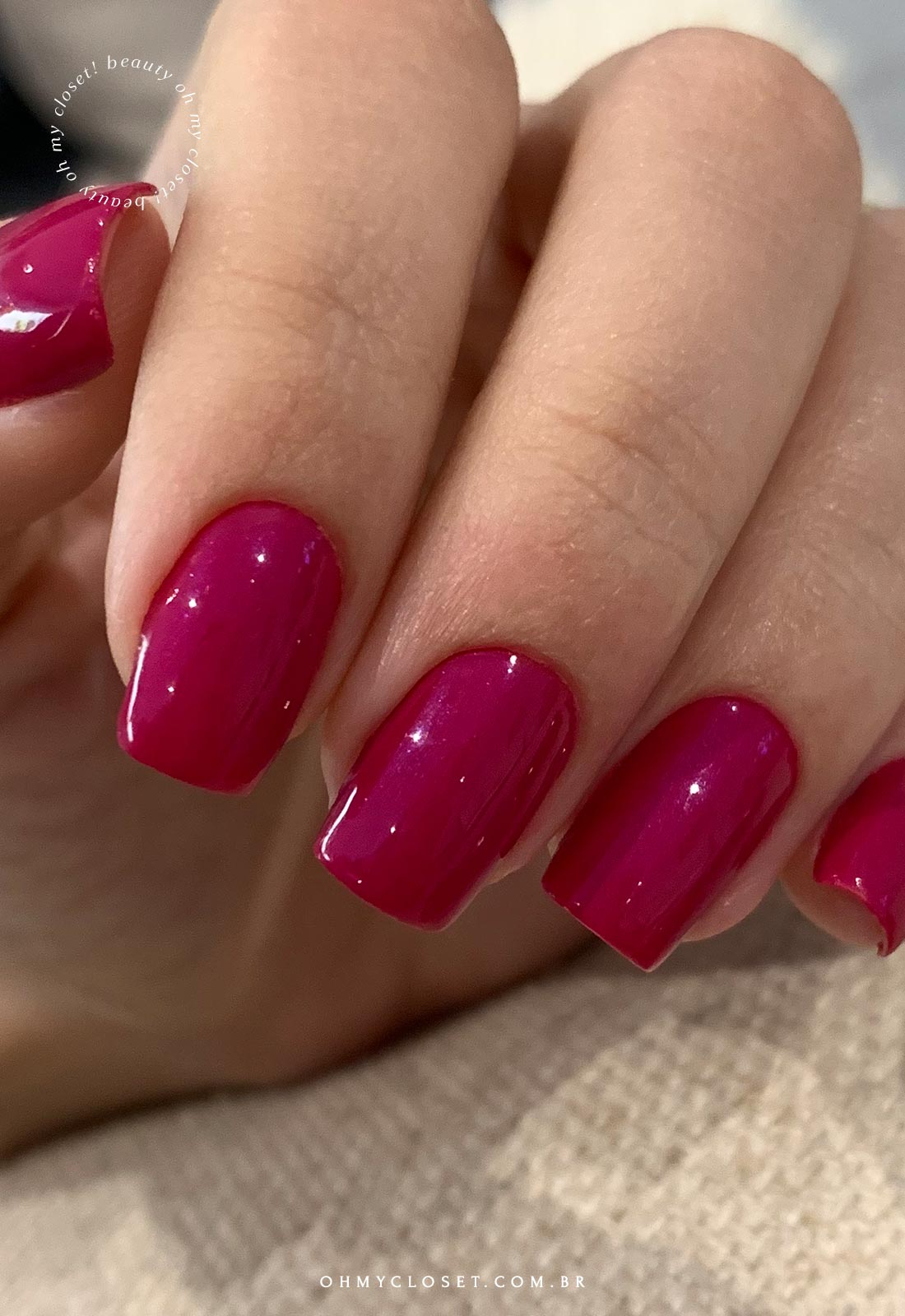Mais detalhes do Miss Rose 61, esmalte cor entre pink e magenta.