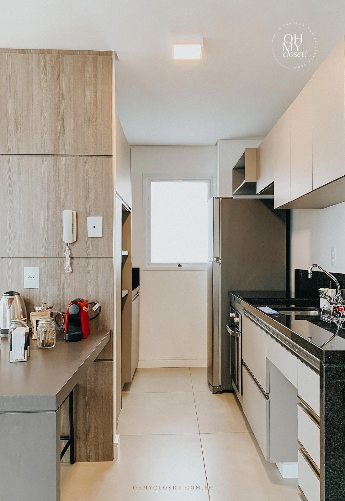 Cozinha apartamento Airbnb nos Jardins em São Paulo.