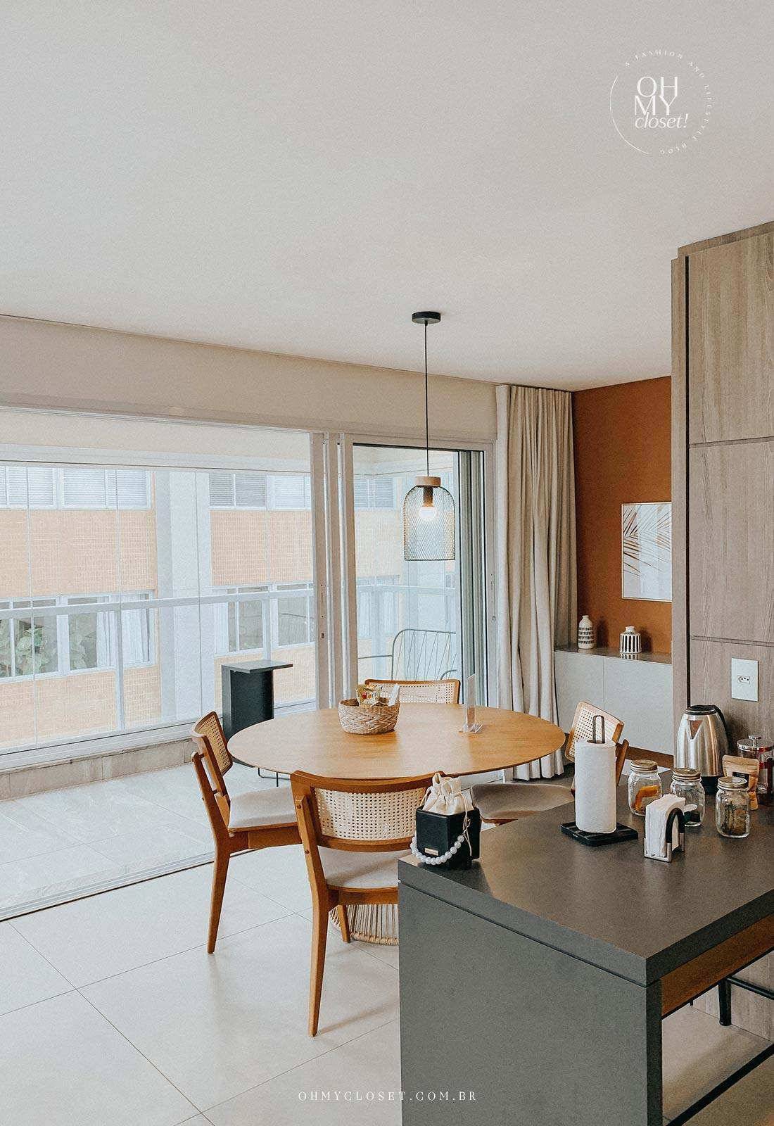 Sala de jantar apartamento Airbnb nos Jardins em São Paulo.
