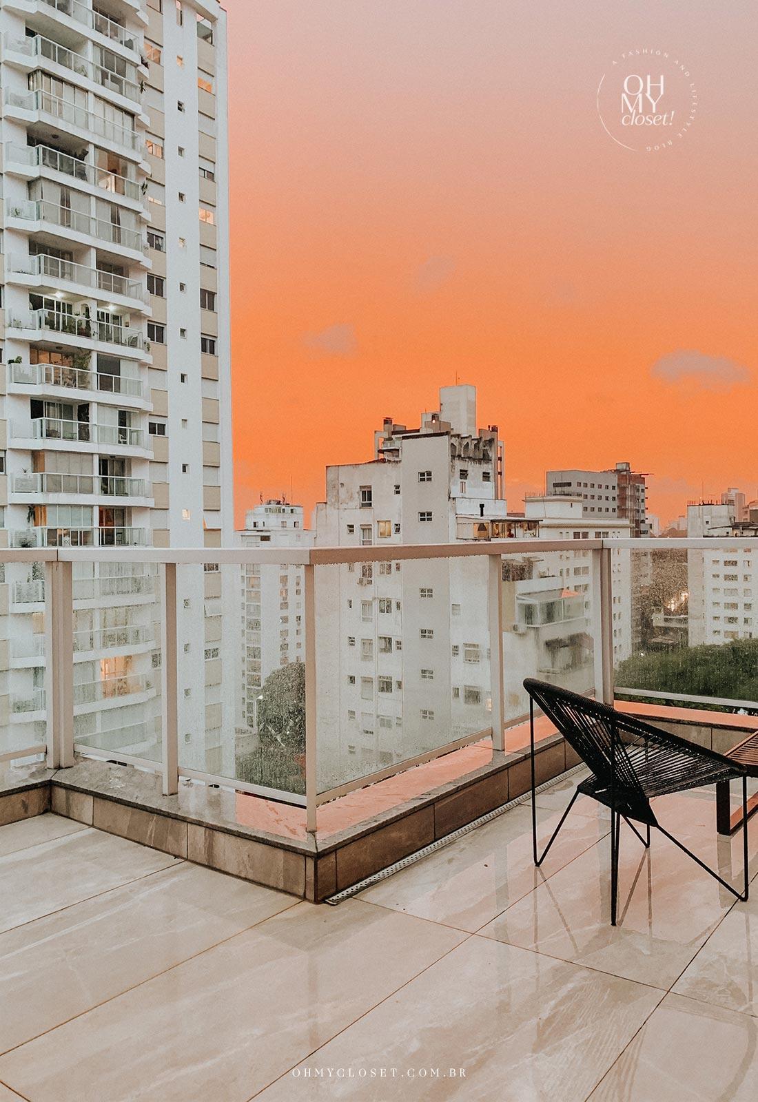 Por do sol no terraço do apartamento duplex nos Jardins.