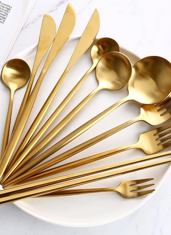Kit de talhares dourados aniversário AliExpress.