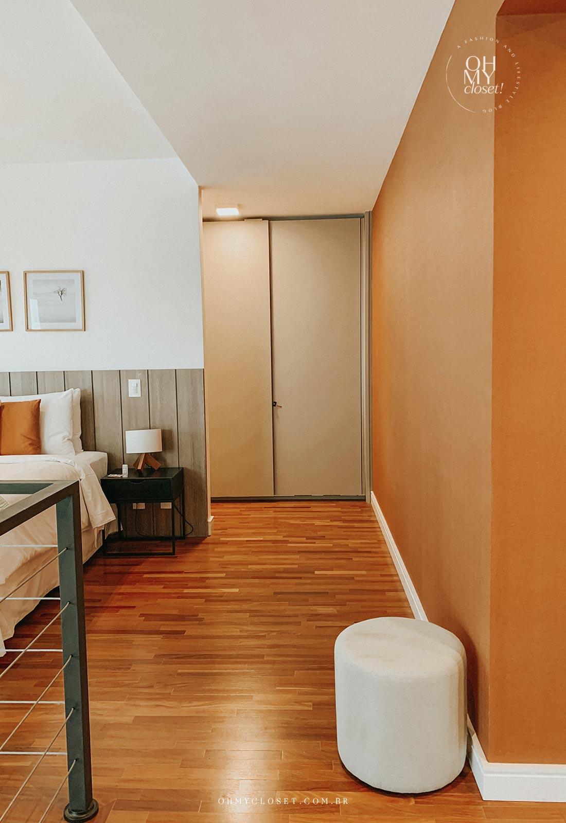 Corredor apartamento Airbnb nos Jardins em São Paulo.