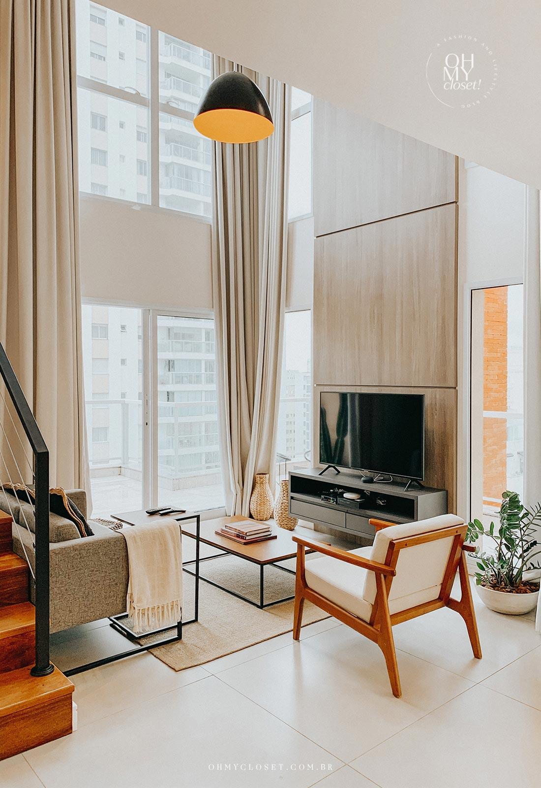 Sala de tv e estar apartamento Airbnb nos Jardins em São Paulo.