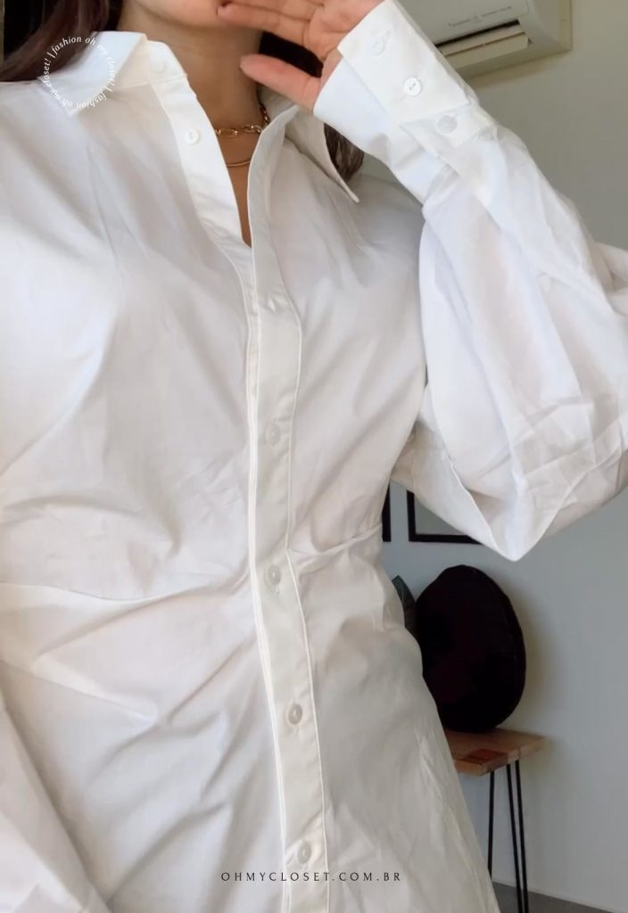 Mais detalhes da camisa branca da SHEIN premium.