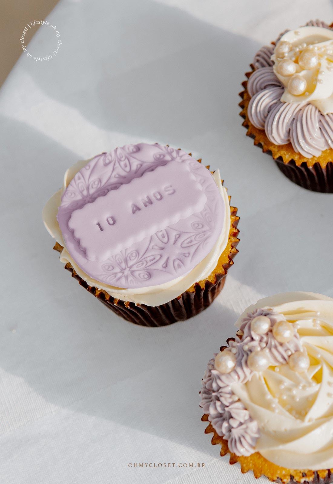 Detalhe dos cupcakes, comemoração em casa durante a pandemia.
