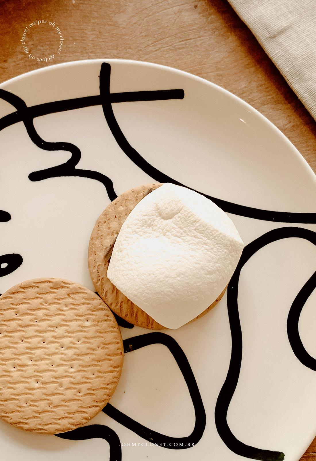 Marshmallow derretido no microondas.