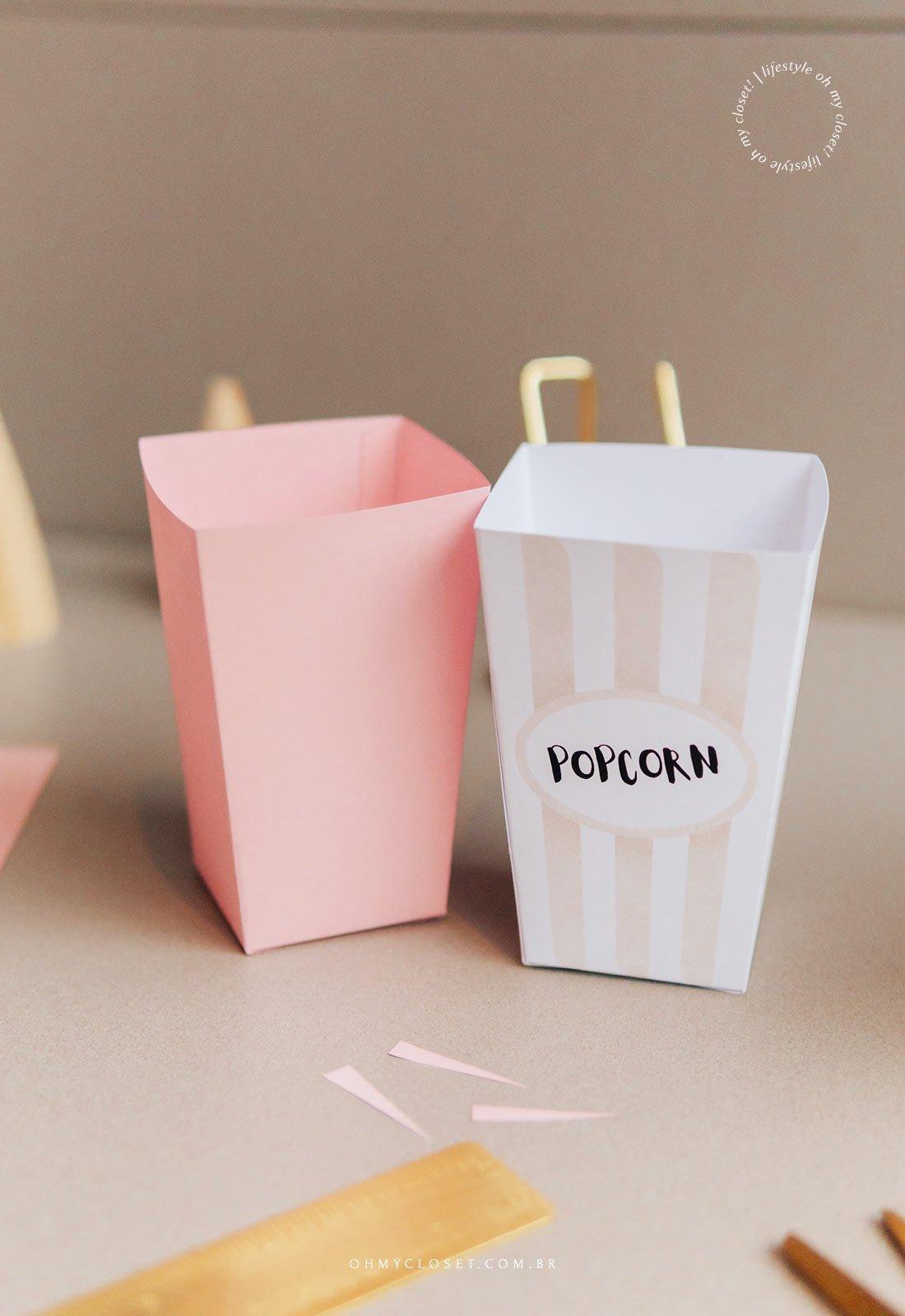 Mini balde de pipoca em papel pronto.