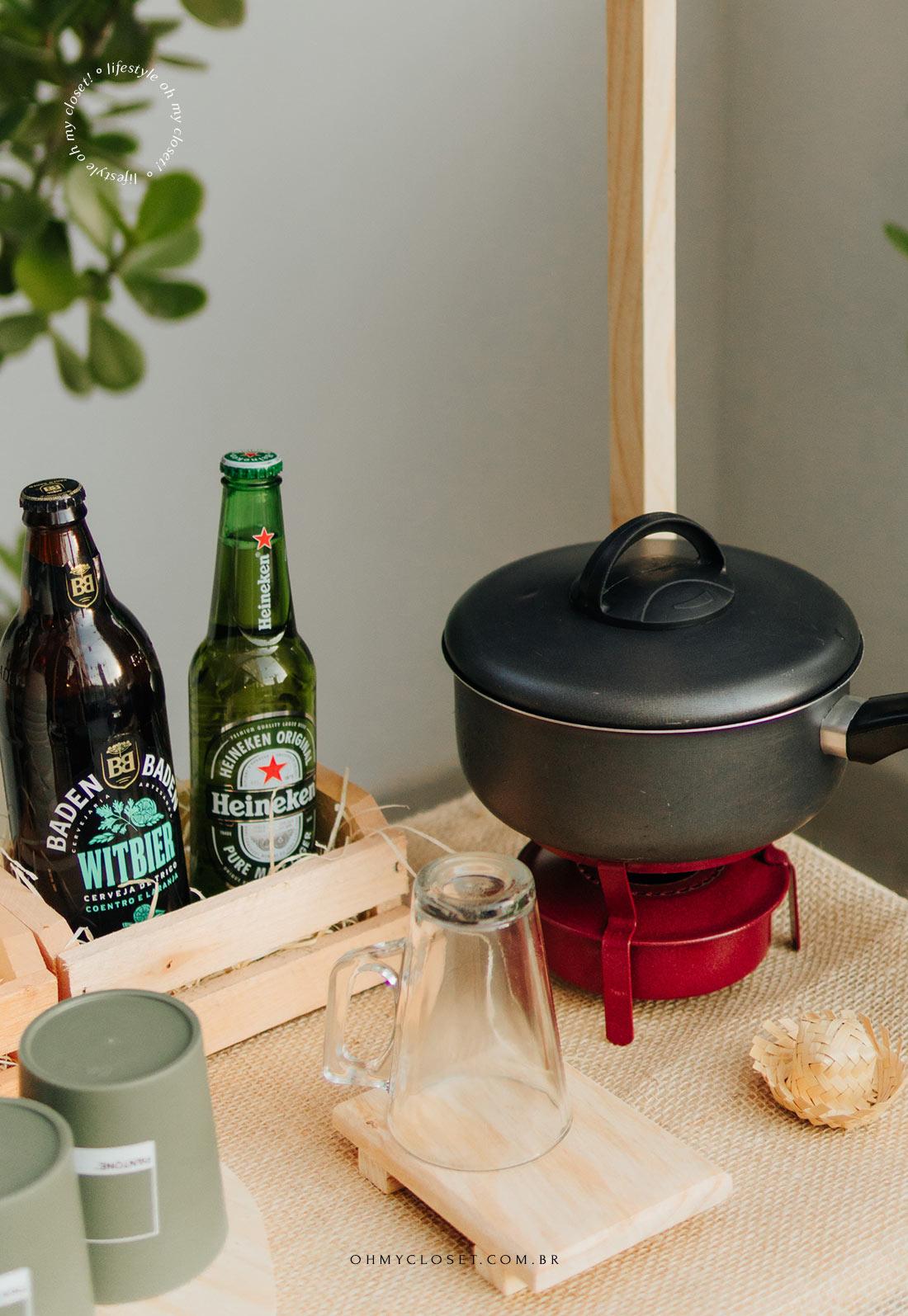 Quentão e cerveja para festa junina feita em casa.