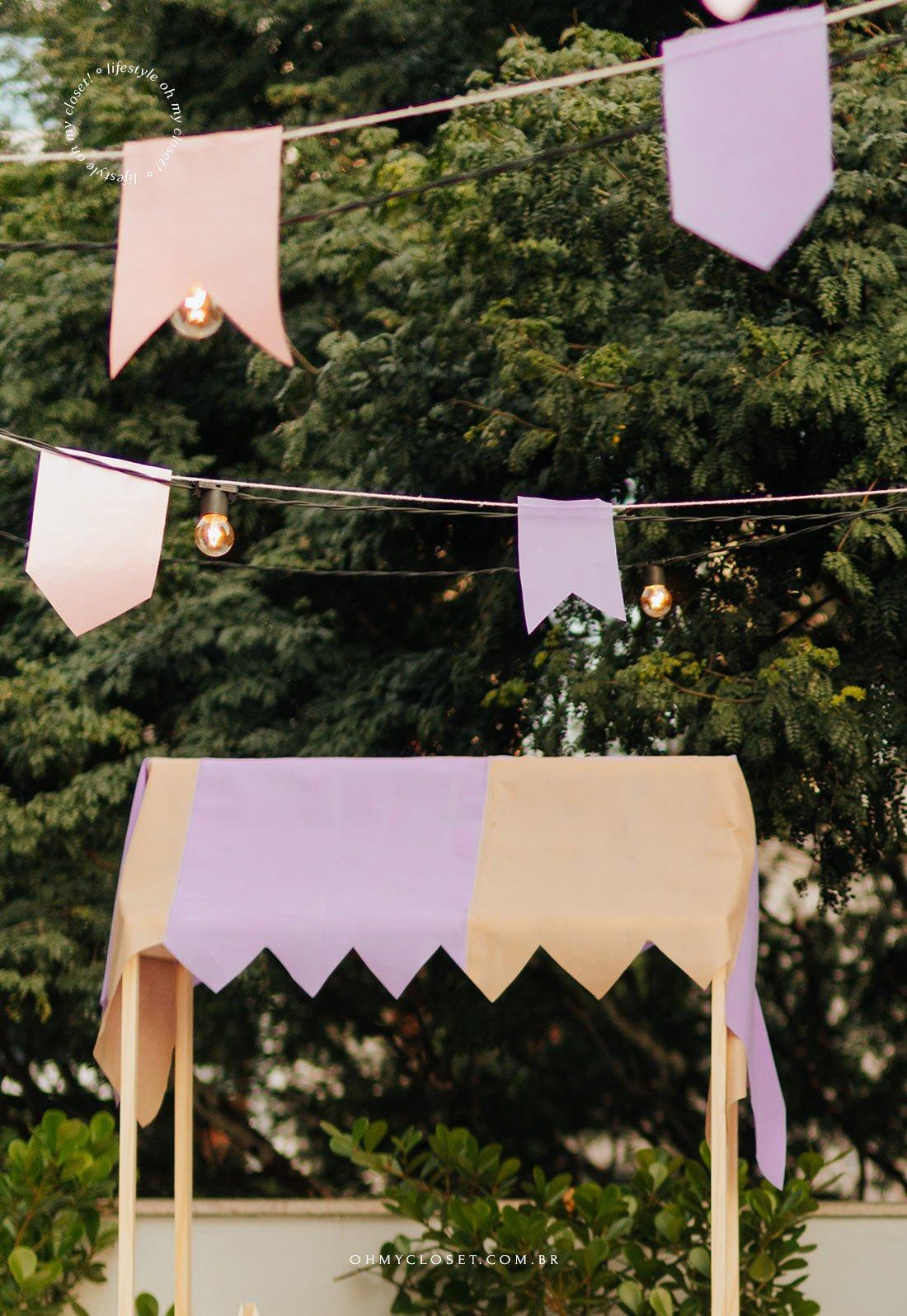 Bandeirinhas de barraquinha da festa junina em casa