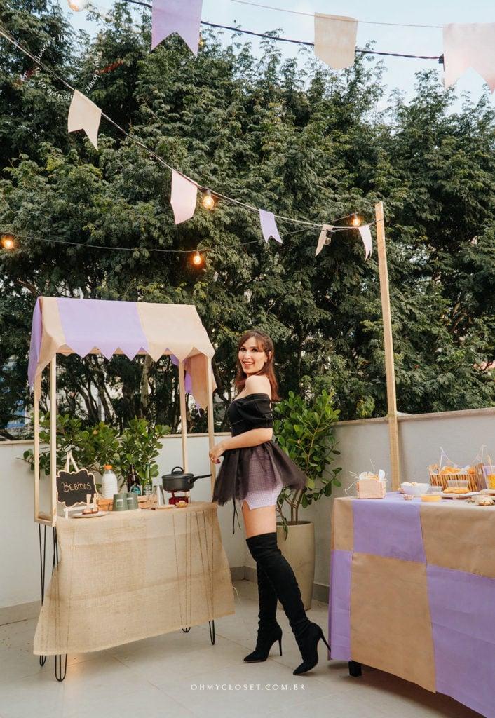 Look Mônica Almeida com saia de tule feita em casa para festa junina.