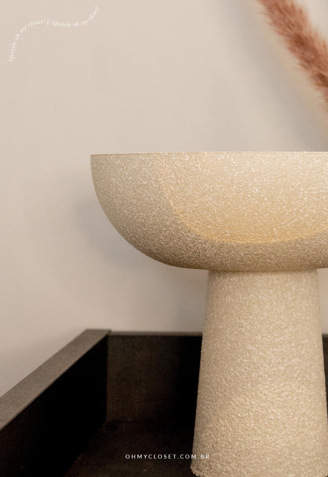 Detalhe da textura do vaso escandinavo feito em casa.